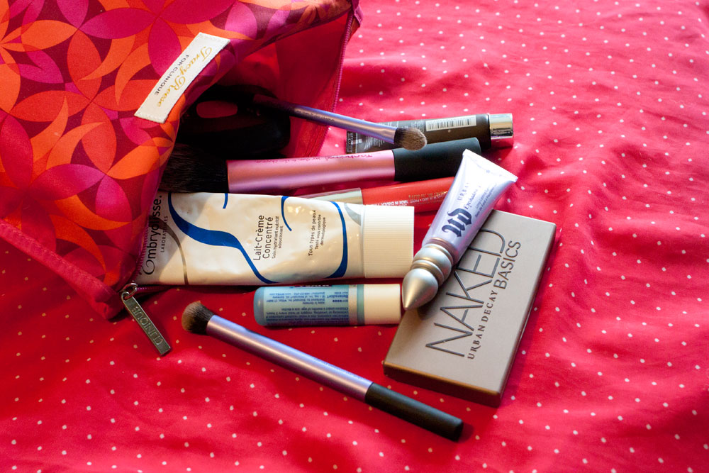 What's in my Makeup Bag / hellorigby!