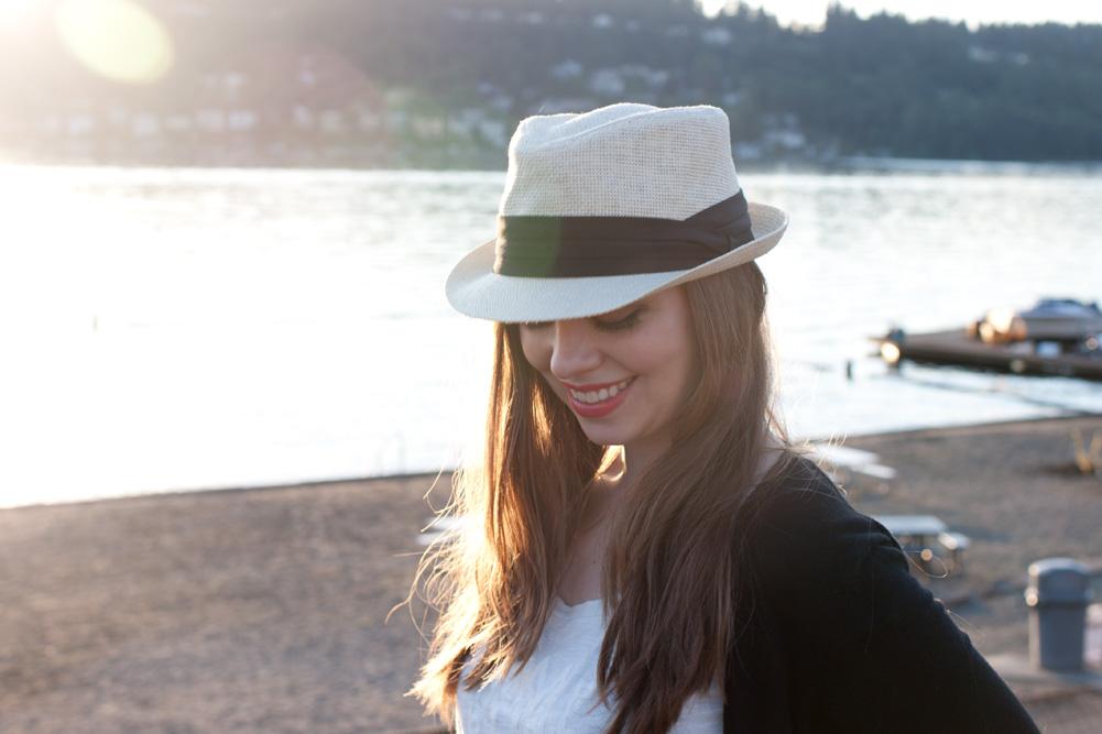 womens-fedora-tshirt-cardigan-beach-outfit
