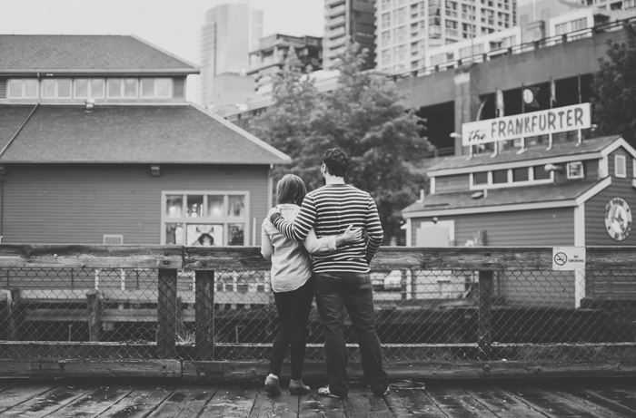 Jenn-and-David-Couples-Session-Seattle-Pier-Market-Place-TMinspired-Photography