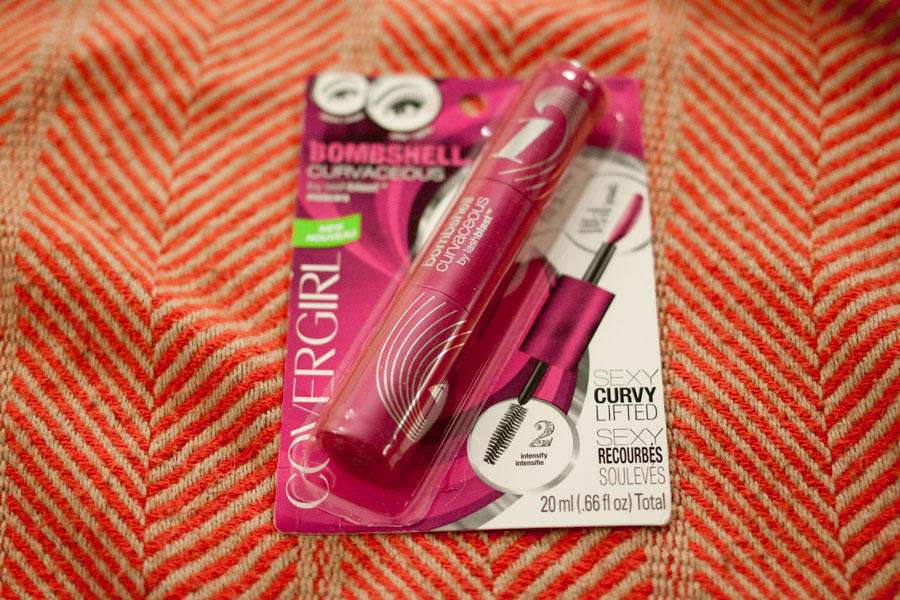 Covergirl Bombshell Curvaceous by Lashblast Mascara in Very Black / Influenster Surf's Up Voxbox / hellorigby!
