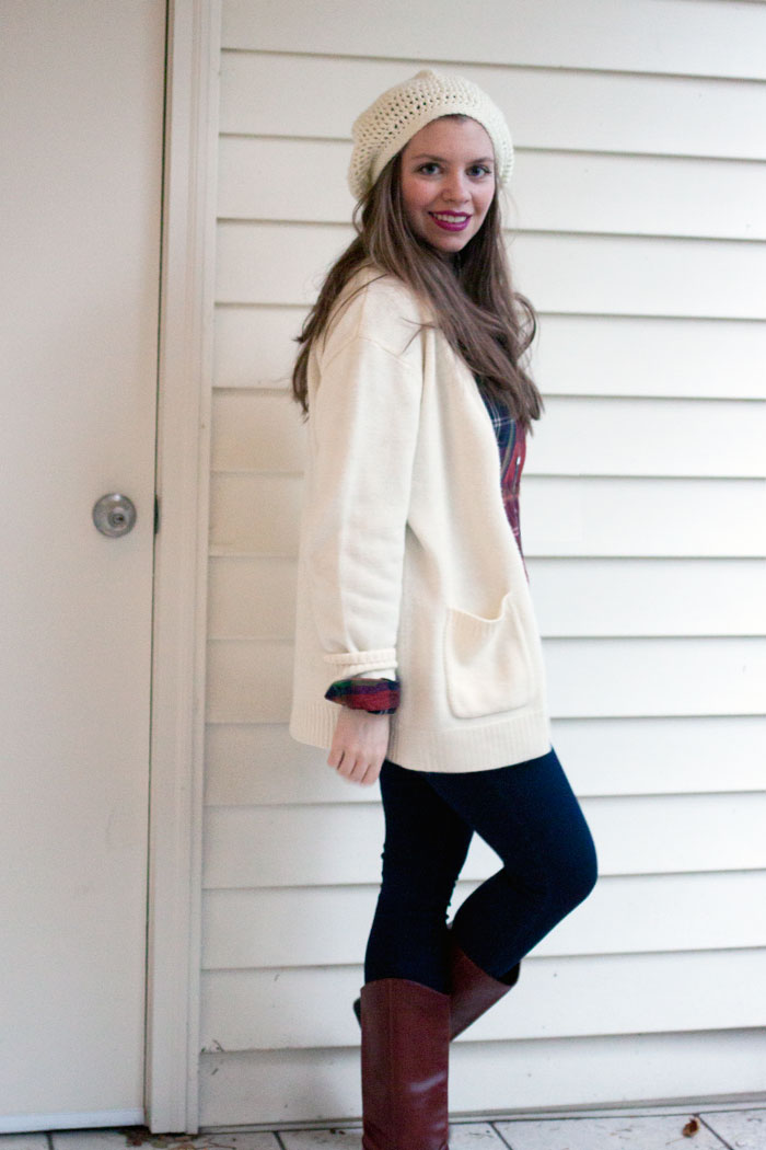 Oversize Sweater Outfit with Plaid Top and Beret / hellorigby!