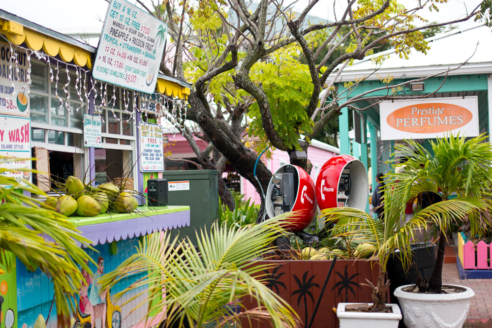 Bahamas Gully Wash Coconut Stand at Port Lucaya Marketplace / hellorigby seattle fashion and lifestyle blog