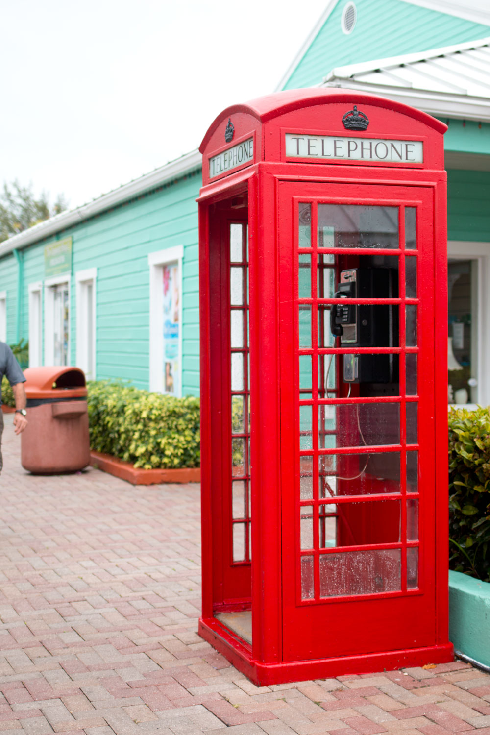 Bahamas Red Telephone Booth at Port Lucaya Marketplace / hellorigby seattle fashion and lifestyle blog