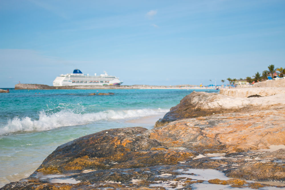 Great Stirrup Cay Beach, Rocks, and Waves / hellorigby seattle lifestyle and fashion blog