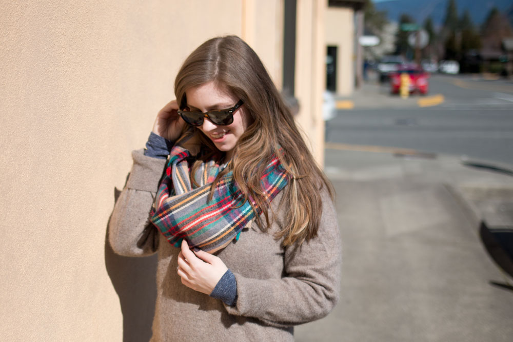 Blanket Scarf & Boyfriend Sweater Outfit / hellorigby seattle fashion blog