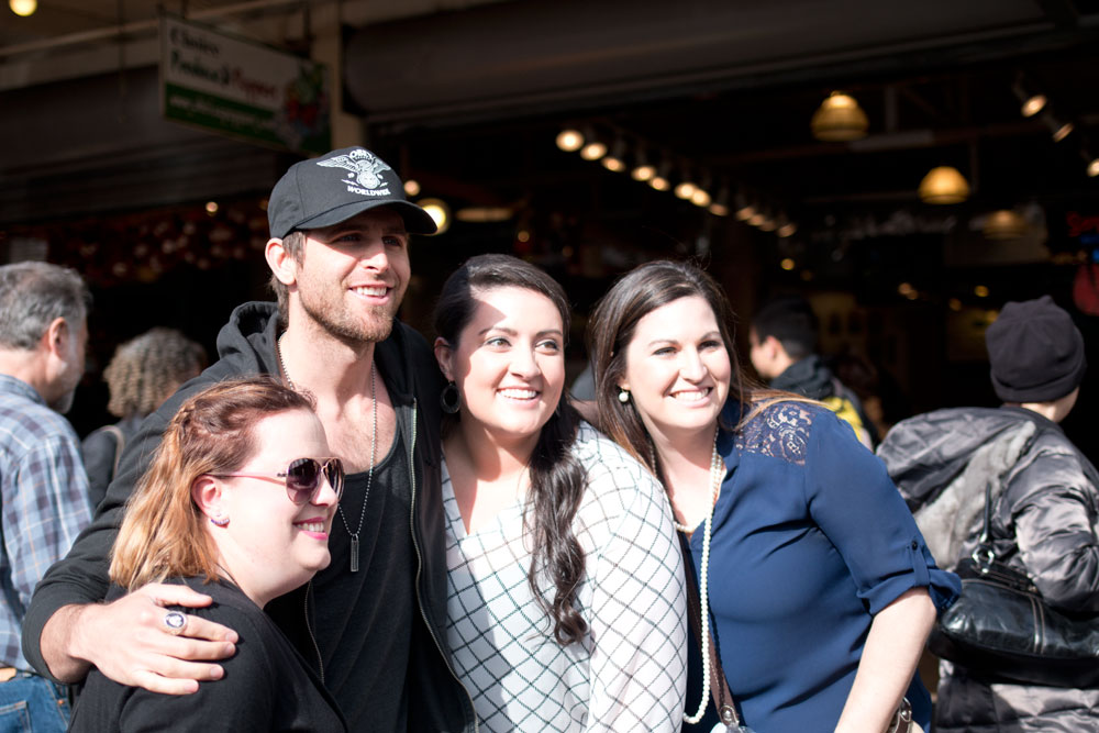 Canaan Smith Country Singer with Fans in Seattle / hellorigby seattle lifestyle and fashion blog