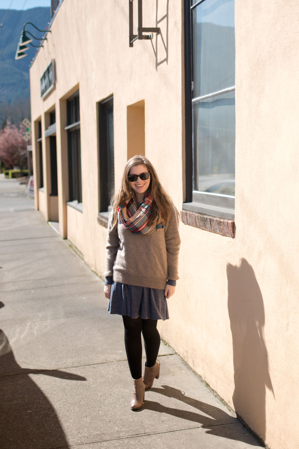 How to Wear Oversized Sweater & Blanket Scarf Outfit / hellorigby seattle fashion blog