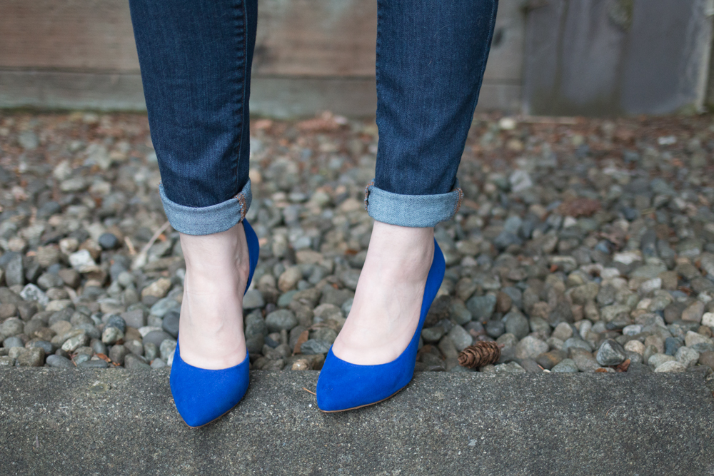 Jessica Simpson Jonii Pumps im Blue with Cuffed Jeans Outfit / hellorigby seattle fashion blog