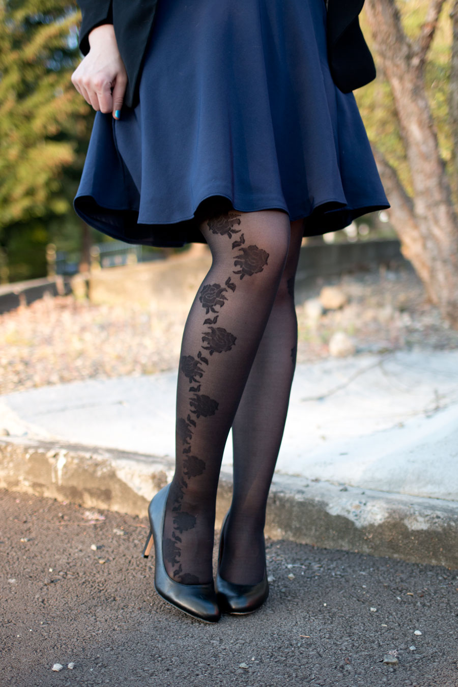 Tia Tights UK Gardenia in Black with Navy Skirt Outfit / hellorigby seattle fashion blog
