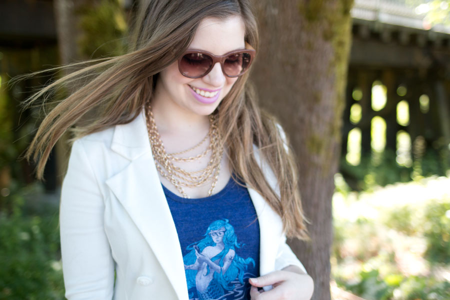 Graphic Tee Outfit with Statement Necklace and Blazer / hellorigby seattle fashion blog