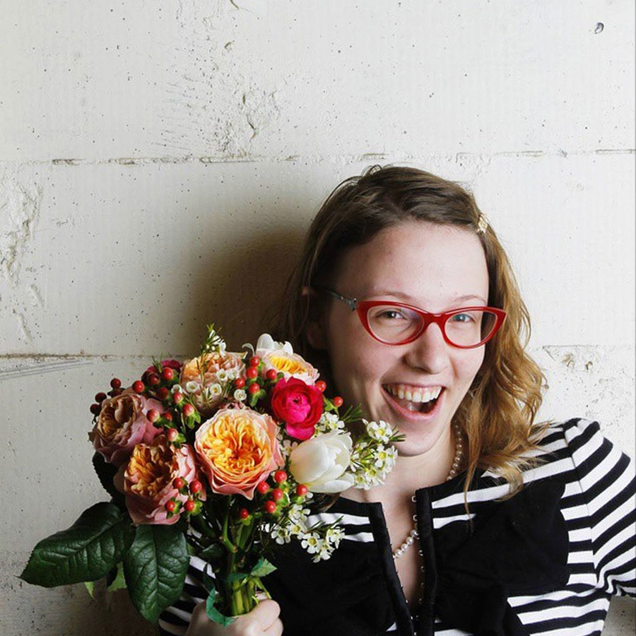 Emma Fitzpatrick, Founder of Petal City, with Flower Bouquet / hellorigby seattle lifestyle blog
