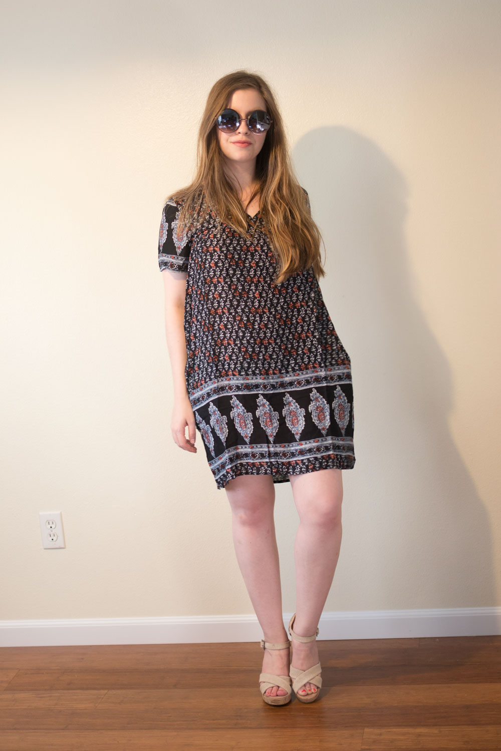 Dailylook Elite August 2015 Review & Styling: Quay Round Lens Sunglasses in Copper and Bryce Paisley Shift Dress // hellorigby seattle fashion blog