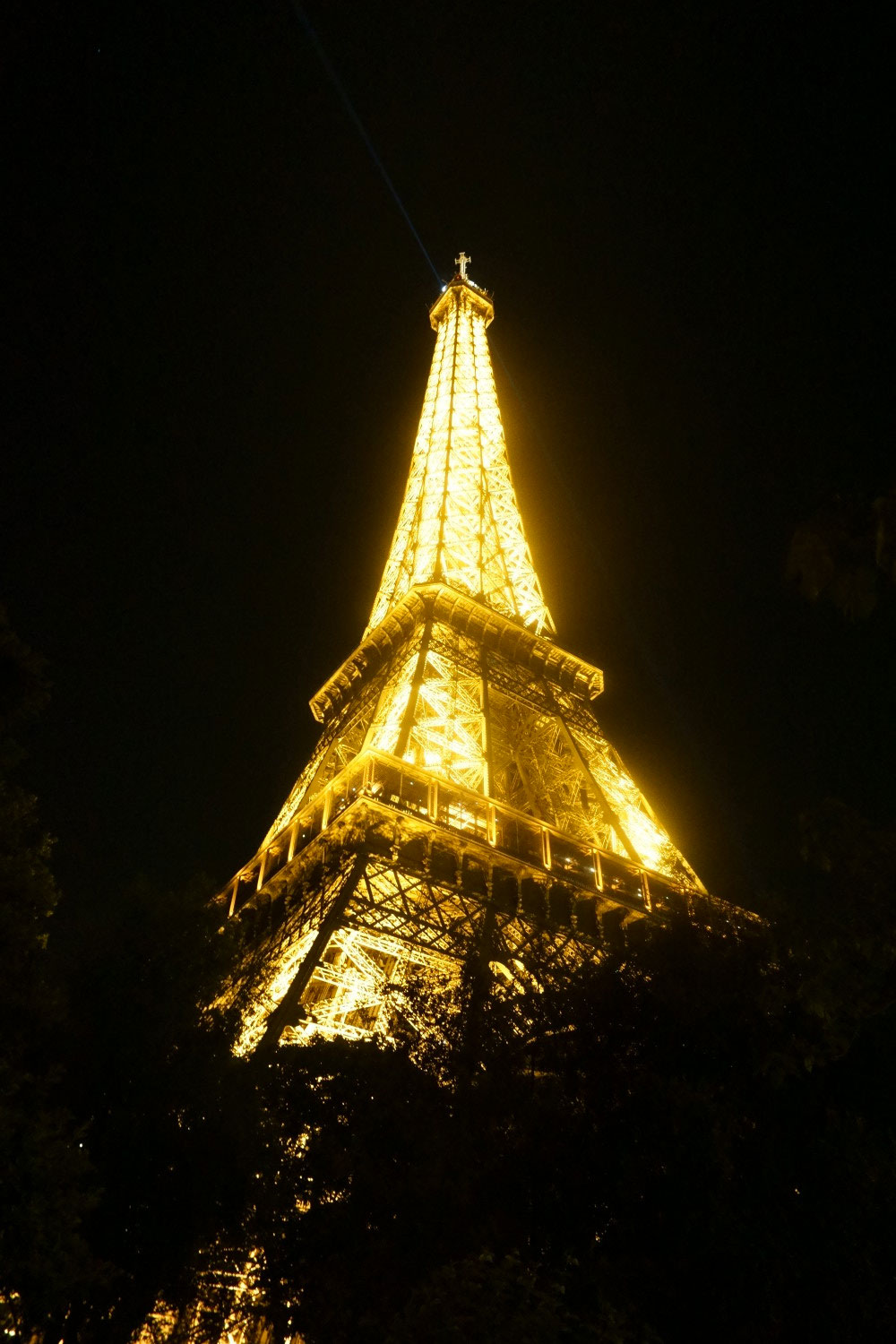 Eiffel Tower at Night // hellorigby seattle travel blog