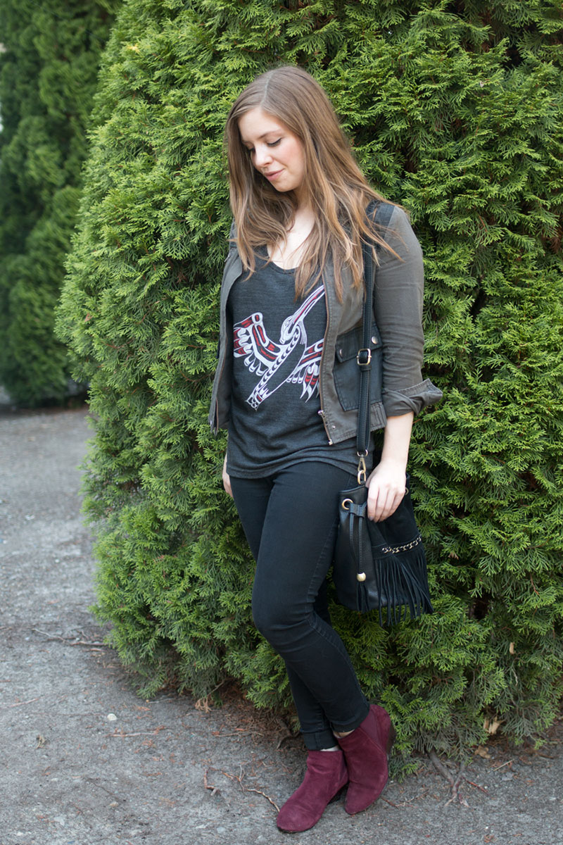 How to Wear Graphic Tees with Fringe Bag & Jeggings // hellorigby seattle fashion blog