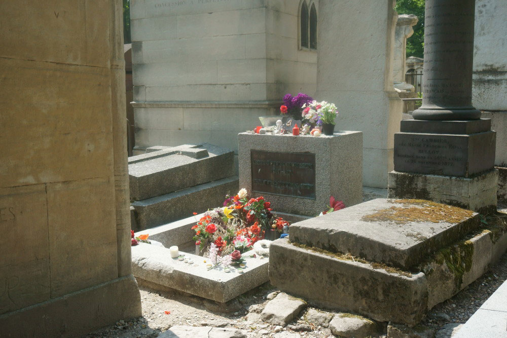 Jim Morrison's Grave in Paris Cemetery // hellorigby seattle travel vlogger