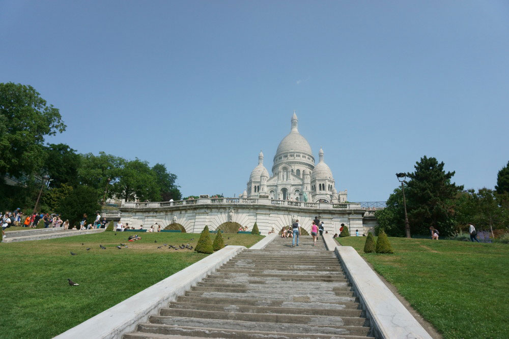 Sacre Couer from the Bottom // hellorigby seattle travel blogger