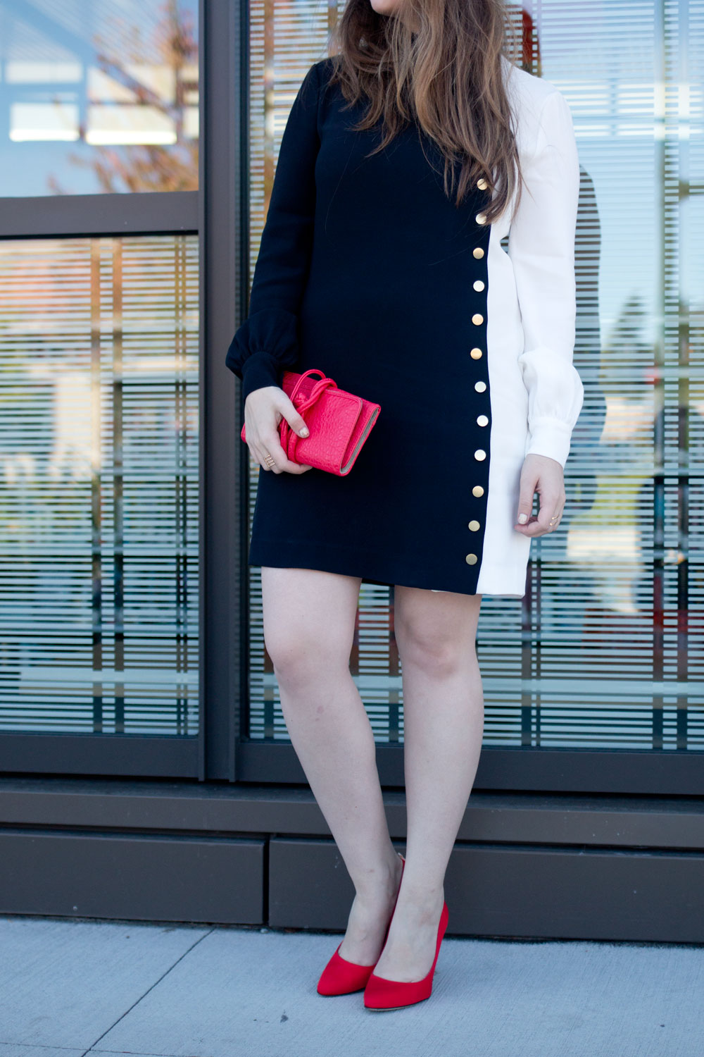 Rachel Zoe McKell Shift Monochromatic Dress with Pop of Red & SJP Collection Lady Pump // hellorigby seattle fashion blog