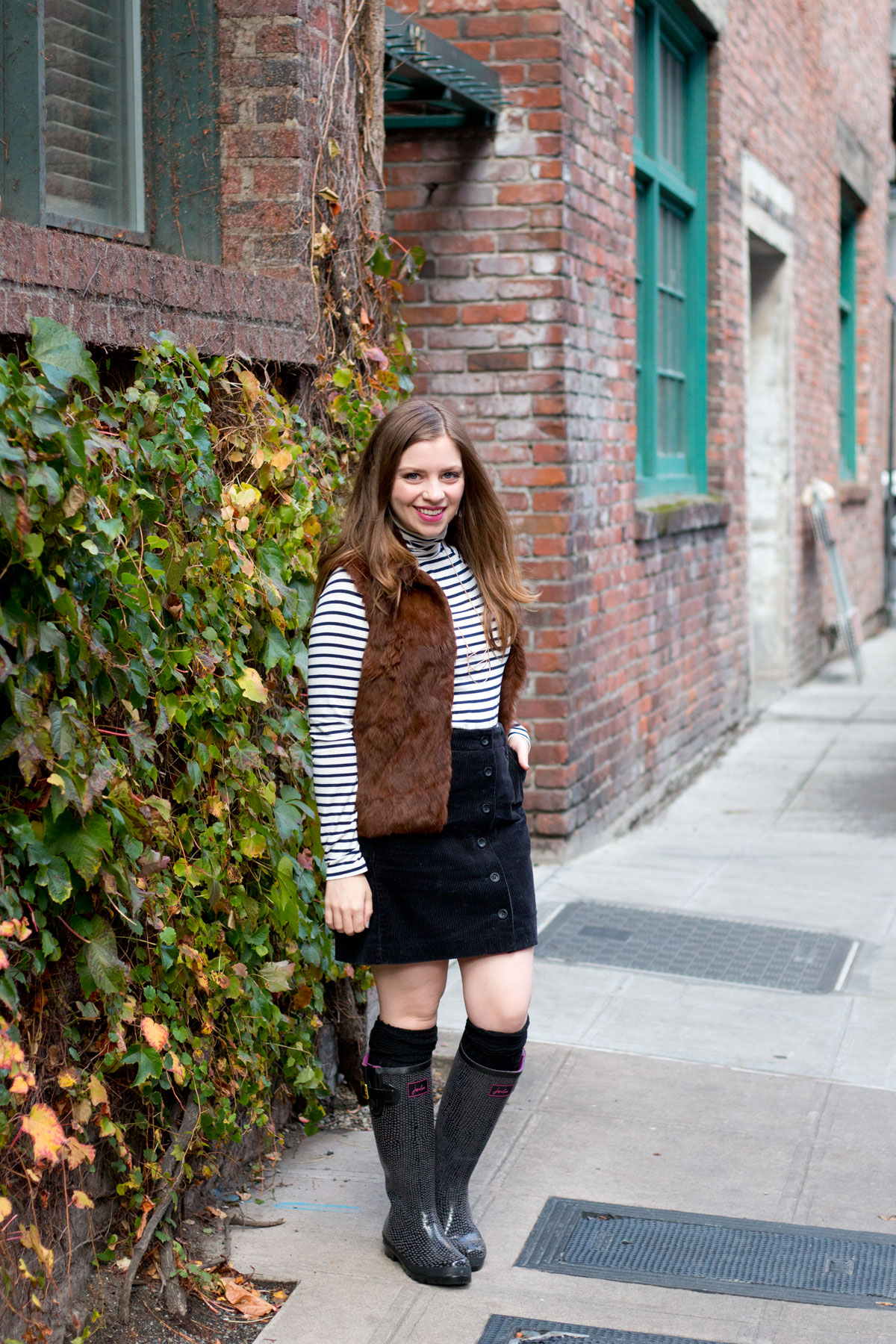 Rain Boots Outfit with Skirt for Fall // hellorigby.com seattle fashion blog