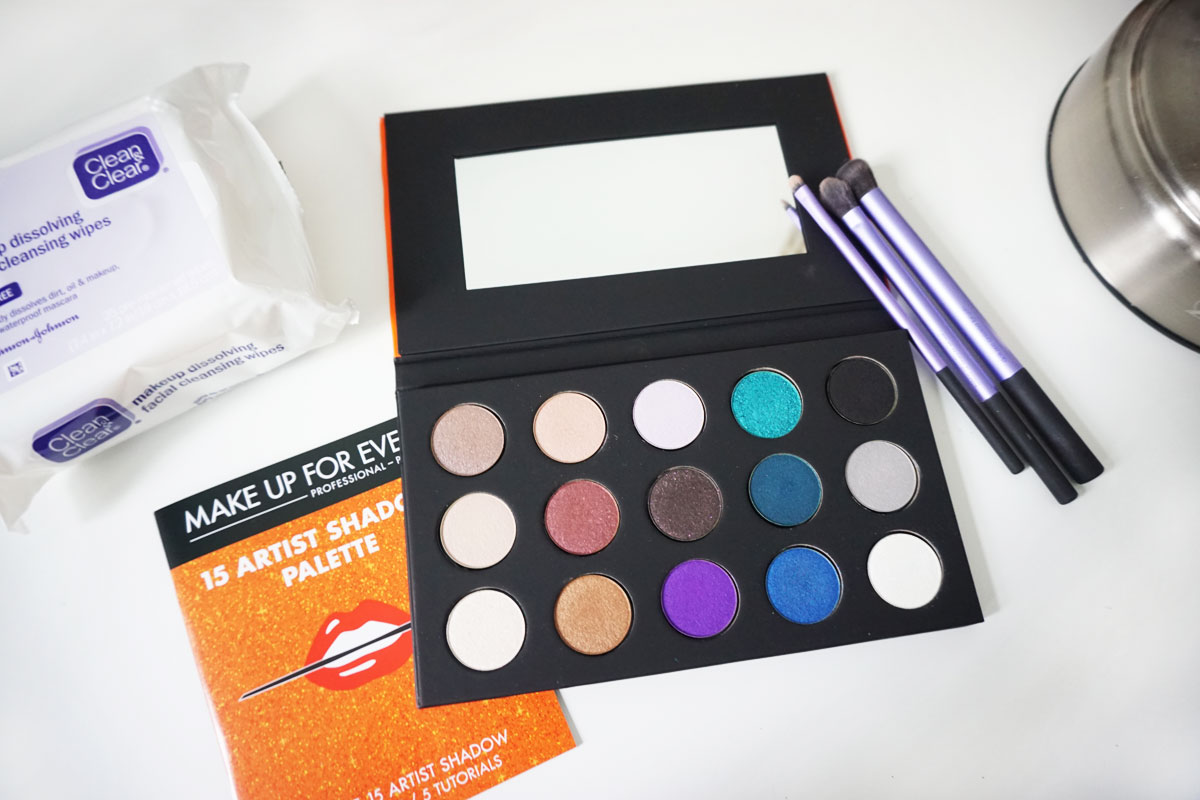 Saturday Morning Routine: Playing with Makeup! Make Up For Ever 15 Artist Shadow Palette Holiday 2015 // hellorigby.com seattle lifestyle blog