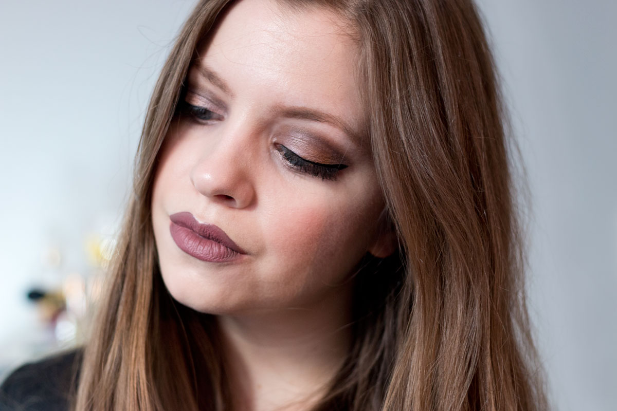 Thanksgiving Holiday Makeup Tutorial: Make Up For Ever 15 Artist Shadow Palette // hellorigby.com seattle beauty blog
