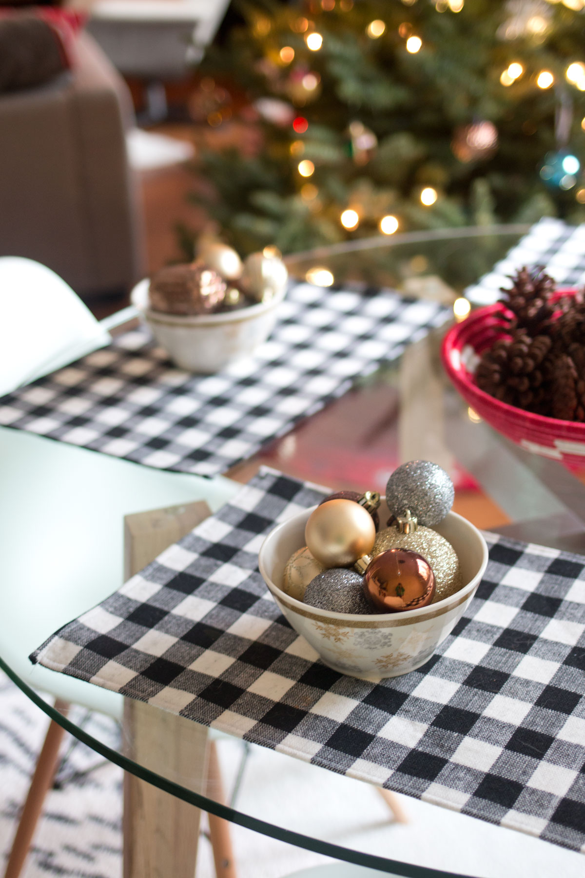 Christmas Modern Table Decor // hellorigby seattle lifestyle & home decor blog