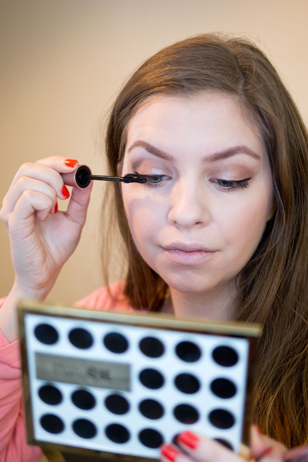 Neutral Eye Makeup for Glasses Wearers featuring Urban Decay Gwen Stefani Eyeshadow Palette // Hello Rigby Seattle Beauty & Style Blog