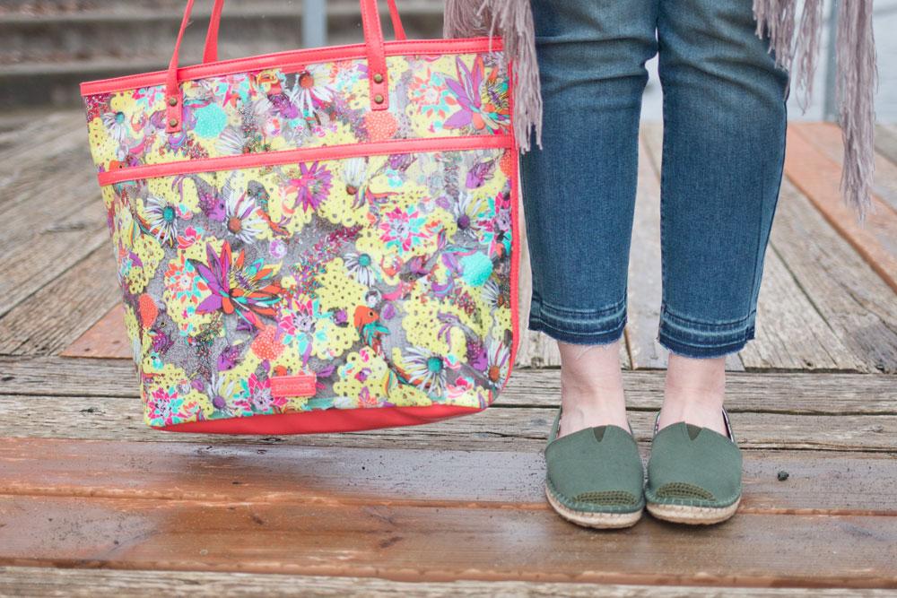Spring Break Essentials: Cropped Raw Hem Denim, Sakroots Espadrilles & Artist Tote // Hello Rigby Seattle Fashion & Style Blog