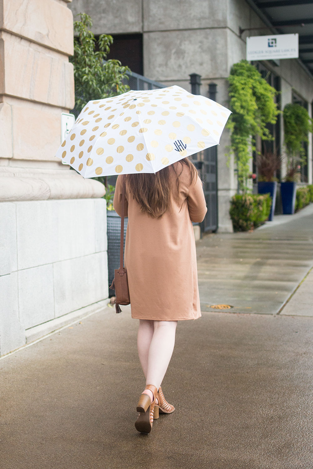 What to Wear on a Rainy Day with Umbrella // Hello Rigby Seattle Fashion Blog