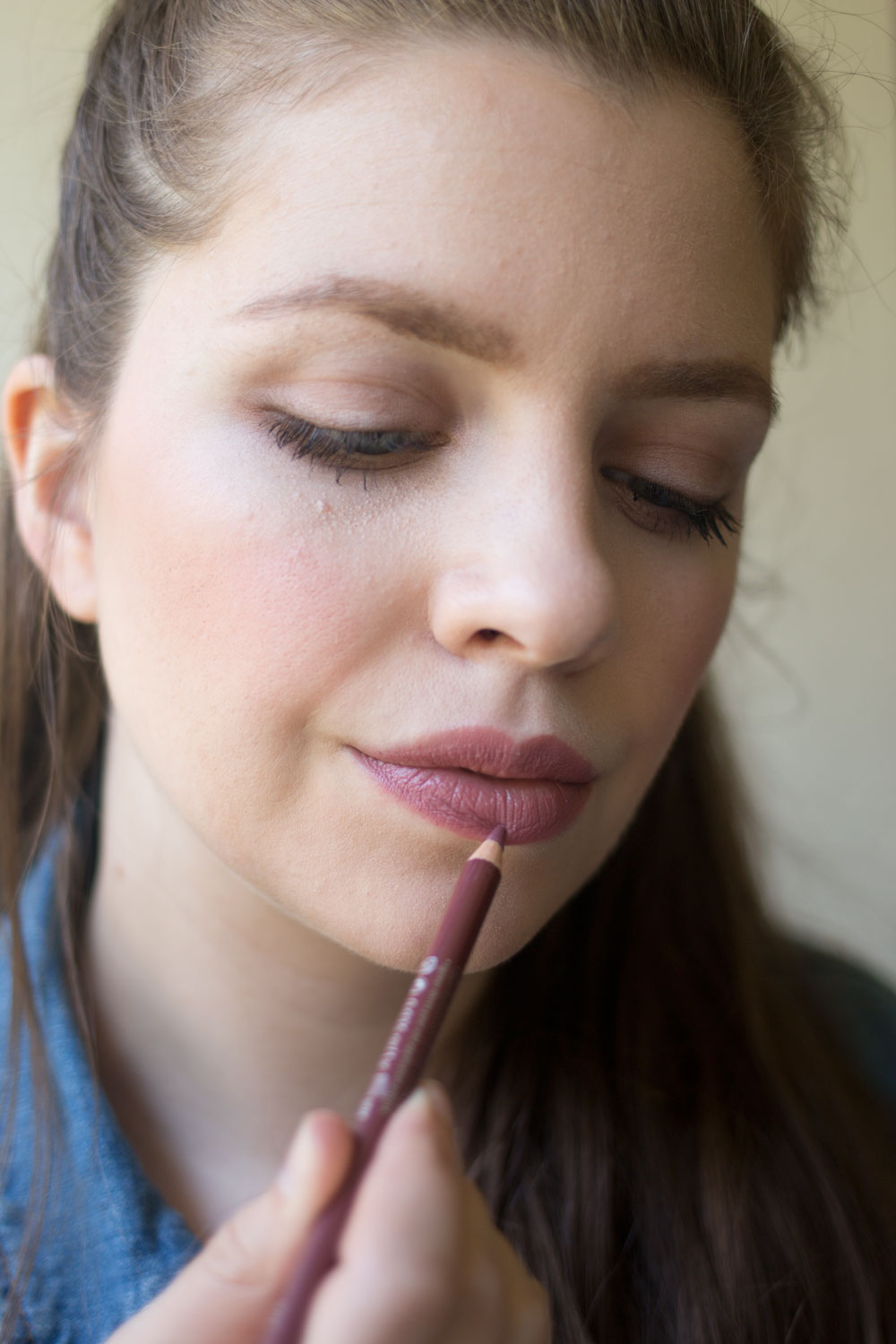 essence-cosmetics-lip-liner-soft-berry-review
