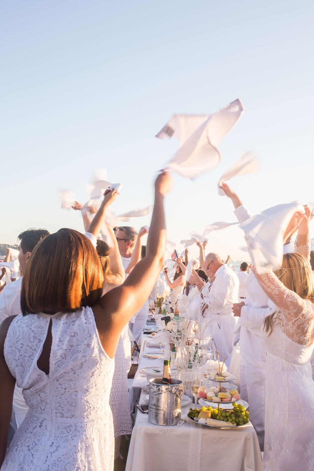 Le Diner en Blanc Napkin Wave // Hello Rigby Seattle Lifestyle Blog